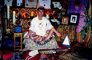 Joey Skaggs as Maqdananda, the psychic attorney