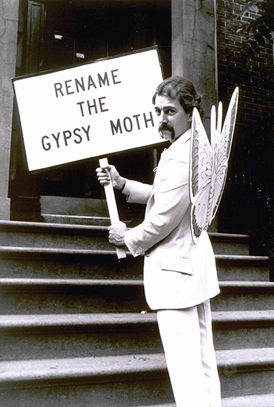 Jojo, King of the New York Gypsies (a.k.a. Joey Skaggs), protesting to rename the Gypsy Moth in 1982